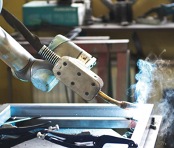Universal Robot Cuts Welding Time